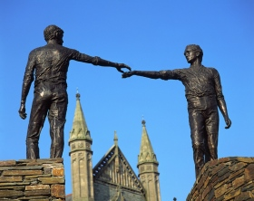 Hands across the Divide statue Derry City